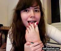 Hot Teen Feet foot fetish